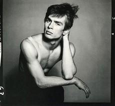 Portrait-of-Rudolf-Nureyev-by-Richard-Avedon-cropped_thumb.jpg