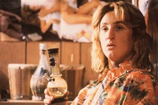 fast-times-at-ridgemont-high-spicoli-bong_thumb.jpg