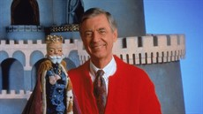 mr-rogers-neighborhood-king_thumb.jpg