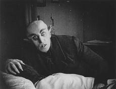 nosferatu-1922-001-max-shreck-bedside-00n-2r5_thumb.jpg