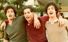 three-identical-strangers-1024x640_thumb.jpg